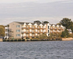 The Waterside Inn Offers One Of A Kind Accommodations Exceptional Customer Service And Beautiful Waterfront Setting On Chincoteague Bay